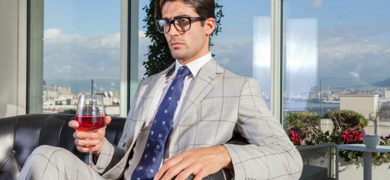 Lapel type guide Jaxson Maximus guy wearing a suit